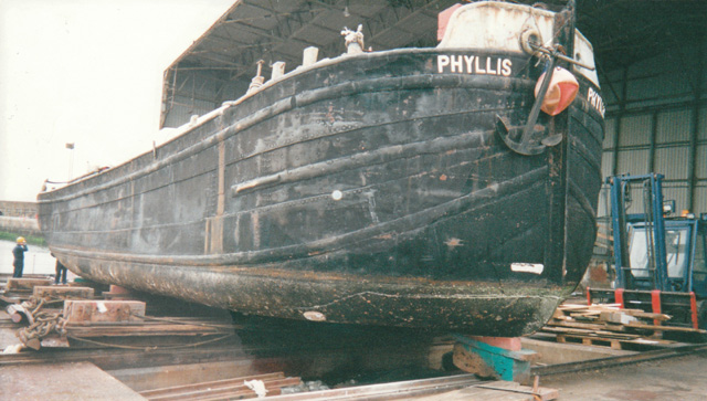 [ img - hull of Humber keel.jpg ]